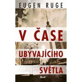 V čase ubývajícího světla - Eugen Ruge