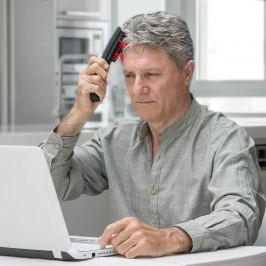 Masážní kartáč na vlasy s laserem
